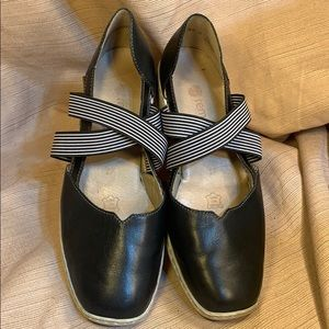 Remonte soft leather flats dress up/down EUC!